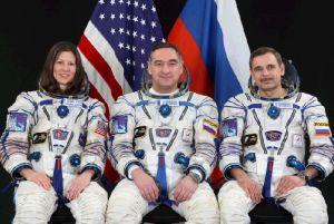 Załoga Sojuza TMA-18 i członkowi Ekspedycji 23, od lewej Caldwell-Dyson, Skworcow i Kornijenko / Credits: astro.zeto.czest.pl