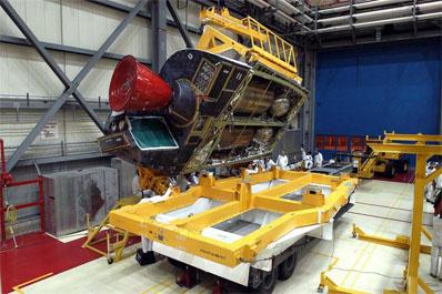 Gondola OMS podczas prac w budynku montażowym promów kosmicznych, (c) NASA - domena publiczna