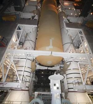 Zbiornik umieszczany pomiędzy dwoma SRB / Credits: NASA-KSC