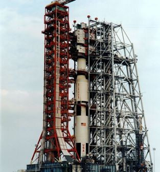 Struktura MSS przed odsunięciem od Saturna-V (NASA/J.L. Pickering/Kipp Teague)