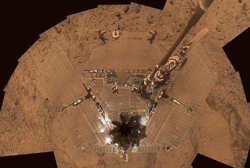 Mozaika zdjęć pokazująca panele słoneczne Spirit'a. Credits: NASA/JPL