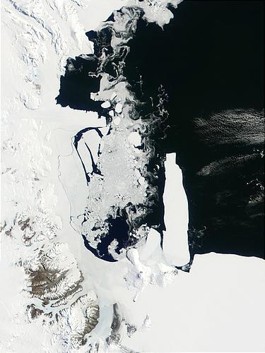 Morze Rossa i lodowiec szelfowy Rossa widziane  przez instrument  MODIS satelity Terra, 9 listopada 2001, (c) NASA -  domena publiczna