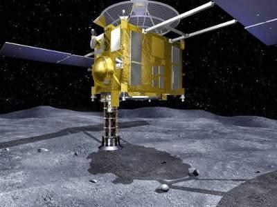 Wizualizacja sondy przy asteroidzie Itokawa / Credits: JAXA