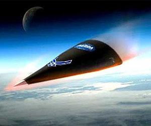 HTV wchodzący w atmosferę Ziemi - wizja artystyczna, (C) DARPA, Lockheed Martin