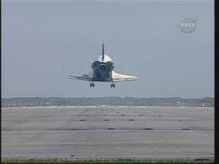 Discovery tuż przed lądowaniem / Credits - NASA TV