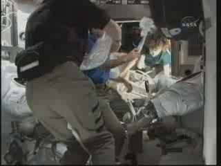 Przygotowania do EVA - 3 / Credits - NASA TV