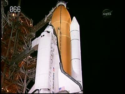 Zbliżenie na Discovery w czasie T-6h and counting / Credits: NASA