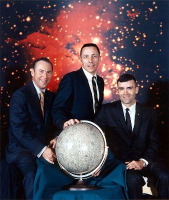 Ostateczny skład załogi misji Apollo-13: dowódca James Lovell, pilot modułu załogowego John 'Jack' Swigert i  pilot modułu księżycowego Fred Haise (NASA)