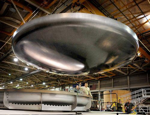 Pięciometrowa osłona termiczna, która zostanie połączona z prototypem Ground Test Article. Credits: Lockheed Martin