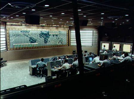 Widok na wnętrze budynku kontroli misji Merkury przed lotem Merkury-Atlas 8. Credits: NASA
