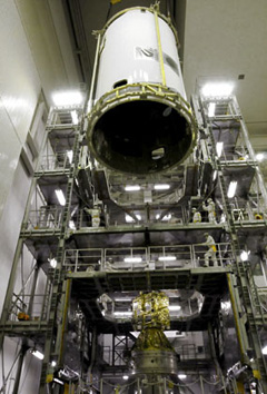 Zamykanie osłony aerodynamicznej, 4 maja 2010, (C) JAXA