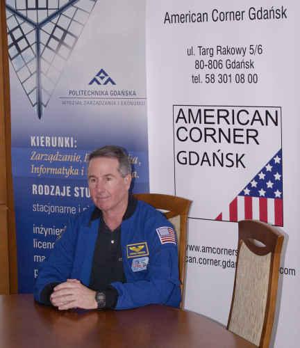 Stephen Robinson udziela wywiadu mediom w budynku Politechniki Gdańskiej, credit: Adam Piech
