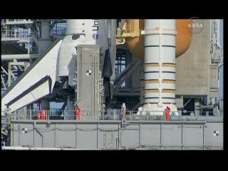 Final Inspection Team na transporterze MPL / Credits: NASA TV / Ronsmytheiii