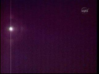 Wahadłowiec Atlantis widziany z ISS / Credits: NASA TV & Ronsmytheiii