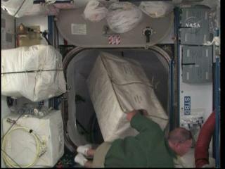 Na pokładzie ISS praca wre / Credits: NASA TV & Ronsmytheiii