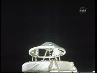 System cumowniczy APAS został rozłożony / Credits: NASA TV & Ronsmytheiii