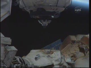 MRM-1 tuż nad ISS / Credits - NASA TV