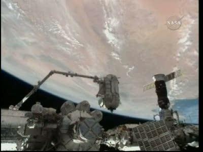 'Nie z tej Ziemi' widok na dzisiejsze prace na stacji - MRM-1 nad dolnym portem Zarji, w tle Afryka i Morze Śródziemne / Credits: NasaTv