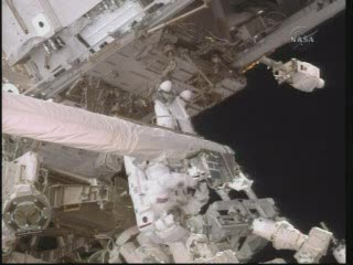 Praca przy OBSS / Credits - NASA Tv