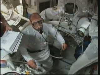 Przygotowania do EVA-3 / Credits - NASA TV