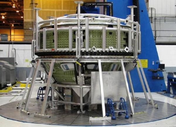 Dwie główne części GTA Forward Assembly oraz Aft Assembly przed ostatecznym połączeniem przy pomocy zgrzewania tarciowego (Lockheed Martin)