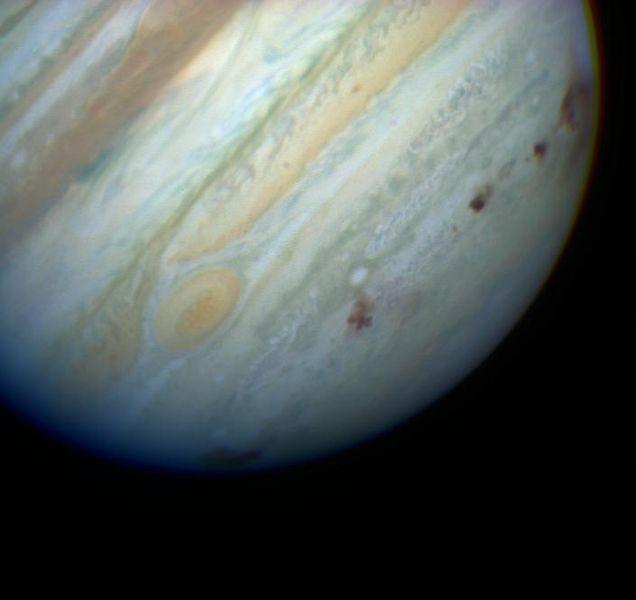 Ślady po uderzeniu kawałków komety Shoemaker - Levy 9 w 1994 roku /  Credits - NASA, Hubble Space Telescope, ESA