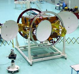 Satelita typu Jamał podczas kompletacji, (c) Energia