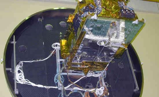 Satelita Hylas opuszcza komorę testową (ESA)