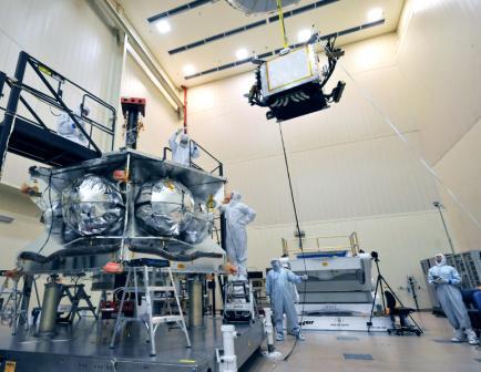 Prace nad osłoną radiacyjną sondy Juno (NASA-JPL)