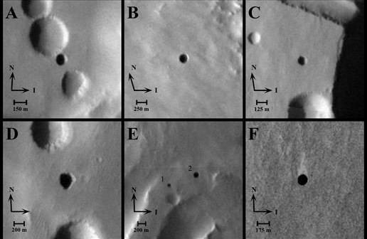 Montaż sześciu otworów w kanałach lawowych odkrytych na zdjęciach z urządzenia THEMIS, opublikowane w 2007 roku (NASA/JPL-Caltech/ASU/USGS)
