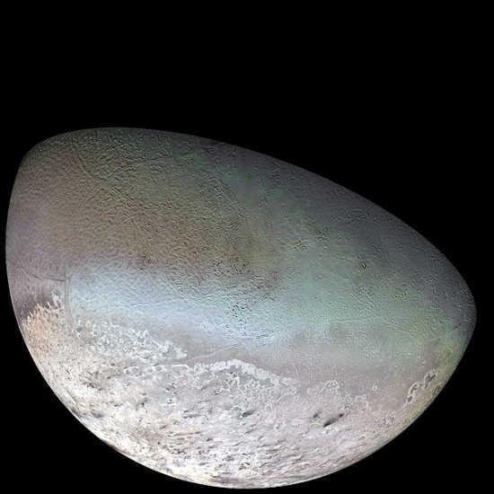 Tryton, największy księżyc Neptuna; zdjęcie pochodzi z Voyagera 2 (NASA/JPL/USGS)