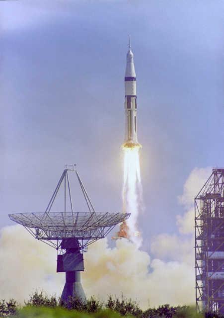 Start rakiety Saturn IB, wynoszącej kapsułę Apollo 7. Rakieta tego typu nigdy nie została jednak użyta wraz z dodatkowym stopniem Centaur (NASA/GRIN/GPN-2000-001171)