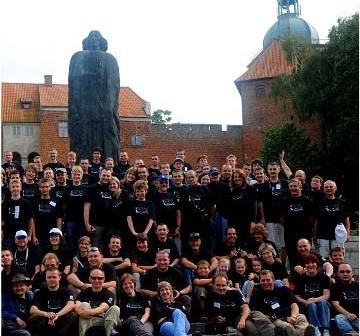 Wycinek zdjęcia grupowego z OZMA XIII. Na zdjęciu są też redaktorzy serwisu Kosmonauta.net / Credits - OZMA