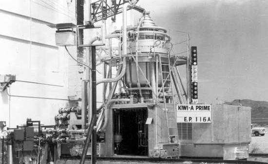 Testowy silnik nuklearny Kiwi-A, powstały w ramach programu NERVA (NASA/GPN-2002-000141)