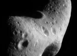 Asteroida 433 Eros widziana z sondy NEAR Shoemaker / Credtis: NASA, JHUAPL