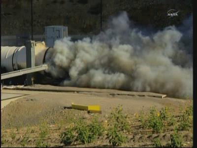 Ramię rozpylające dwutlenek węgla zostało wprowadzone do dyszy wylotowej DM-2 (NASA TV)
