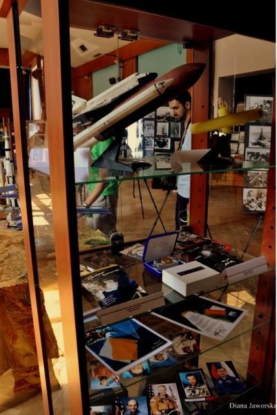 Kilka z eksponatów wystawy Dogonić Kosmos (Credits: Diana Jaworska)