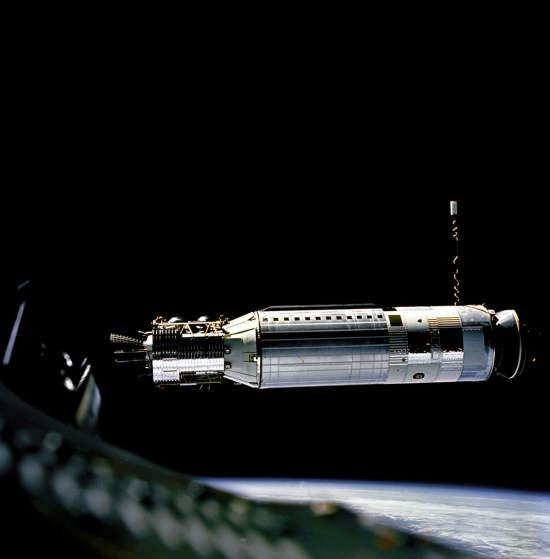 Agena Docking Target - pojazd kosmiczny wykorzystywany w próbach cumowania z pojazdem Gemini 8 (NASA/GPN-2000-001345)