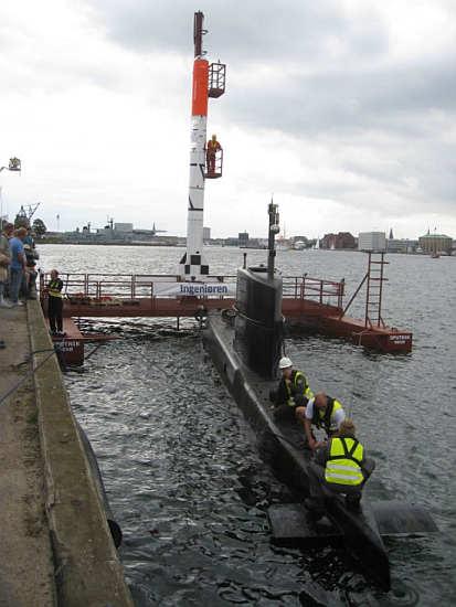 Platforma startowa 'Sputnik' z osadzoną na niej rakietą zostanie przeholowana na miejsce startu przy użyciu okrętu podwodnego 'Nautilus' (Copenhagen Suborbitals)