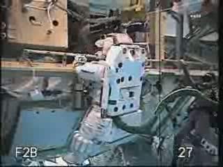Przygotowania w basenie - sprawdzanie procedur awaryjnych spacerów kosmicznych / Credits - NASA TV