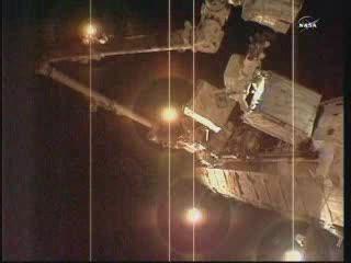 Godzina 14:36 CEST - moduł pompy niedaleko elementu S1 kratownicy Stacji / Credits - NASA TV