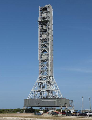 Widok na platformę startową Mobile Launcher (ML) (NASA)
