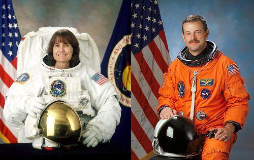 Odchodzący astronauci NASA. Po lewej: Linda Godwin, po prawej: Scott Altman