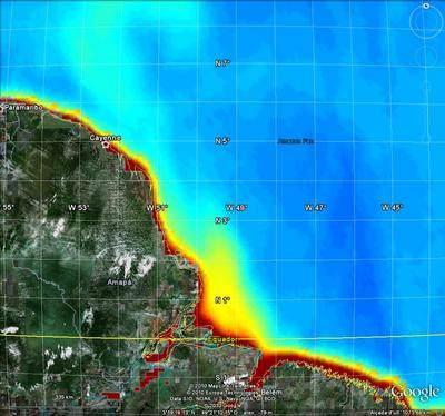 Słodka woda wypływająca z Amazonki i rozpraszająca się w Oceanie Atlantyckim / credits: ESA, SMOS