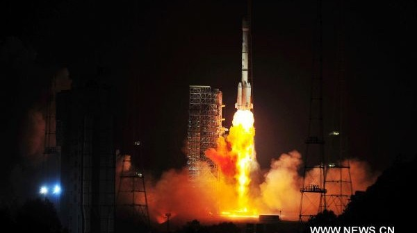 Start rakiety CZ-3B z satelitą SinoSat-6 (Xinhua/Yang Guang)