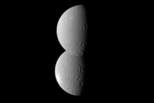 Księżyce Dione i Reja podczas koniunkcji / Credits - NASA, JPL