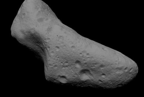 Model asteroidy Eros wykonany na podstawie zdjęć sondy kosmicznej NEAR (NASA)