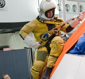 Test awaryjnej ewakuacji kapsuły Orion za pomocą węzła cumowniczego / Credits - NASA