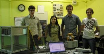 Kamil Bobrowski, Krystyna Macioszek, Mikael Inga i Krzysztof Gedroyc podczas przeglądu EAR w siedzibie Studenckiego Koła Astronautycznego (SKA)