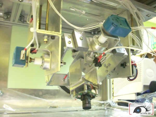 Mechanizm stabilizacji; na głównym planie widoczna nowa kamerka (SKA/SCOPE)